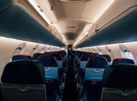 lege_vliegtuigcabine